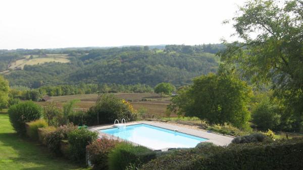 GB gite avec piscine avec vue dégagée et terrasse avec barbecue